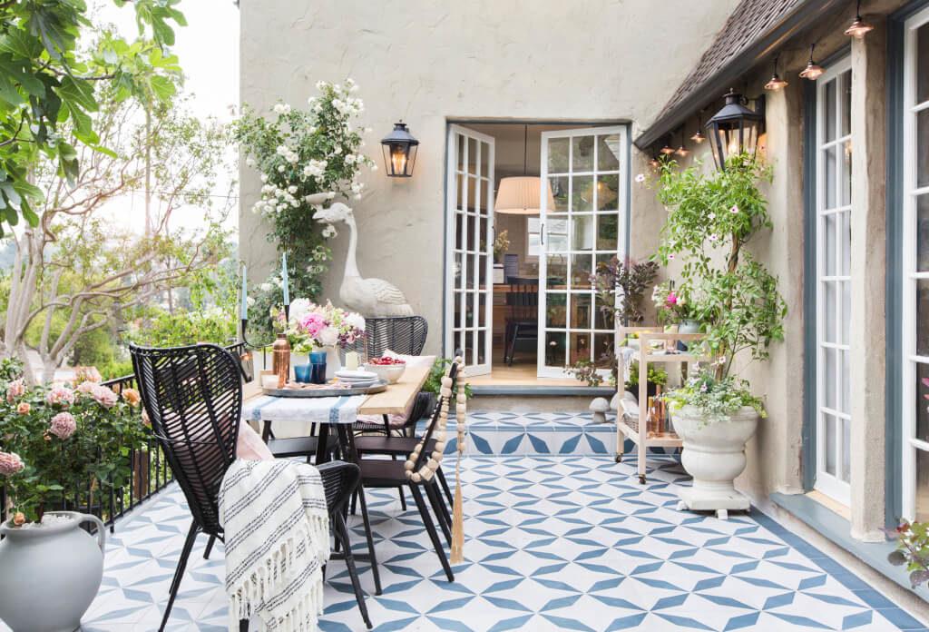 Emily-Henderson_House-Beautiful_Courtyard_Tile_Modern_English_Country_11-1024x696